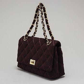 "CHANEL, väska, ""Surpique wool flap bag""."