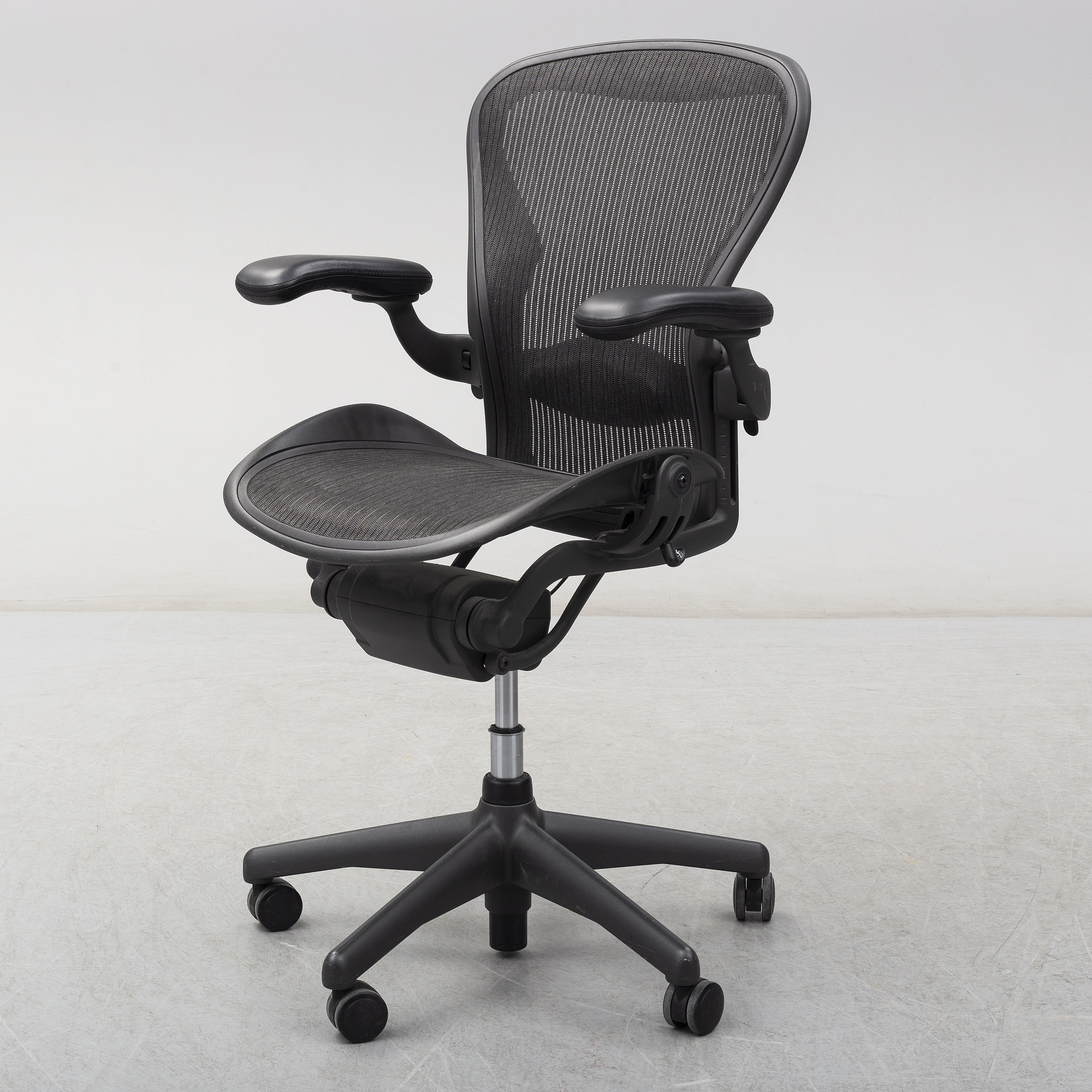 Strange An Aeron Swivel Armchair By Don Chadwich Bill Stumpf Gmtry Best Dining Table And Chair Ideas Images Gmtryco