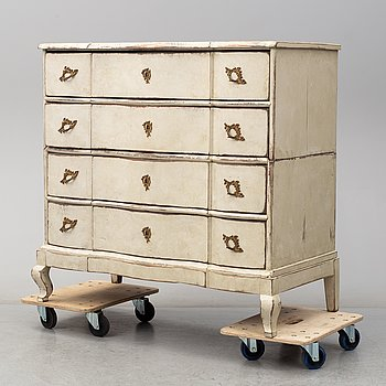 A 18th Century Baroque chest of drawers.