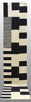 GALLERIMATTA, slätväv, ca 391 x 82 cm.