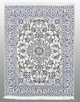 MATTA, Nain part silk, ca 205 x 147 cm.