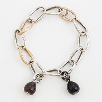 OLE LYNGGAARD, Armband, 'Love ring', med två 'Sweet drops' berlocker med diamanter.
