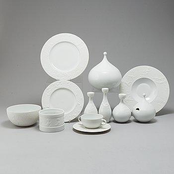 BJÖRN WIINBLAD, a set of 32 pieces of 'Die Zauberflöte' tableware for Rosenthal.