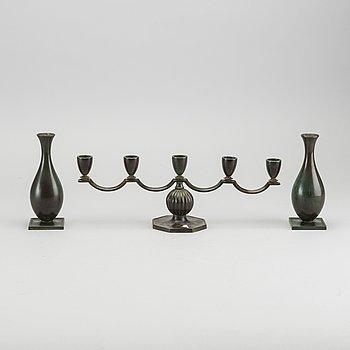 VASER SAMT KANDELABER, 2+1 st, brons GAB, 1930-tal.