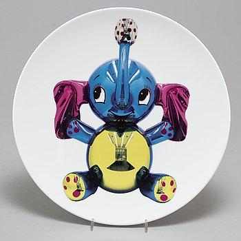 """JEFF KOONS, tallrik, """"Elephant"""", porslin, numrerad 790/2500, för Bernardaud."""