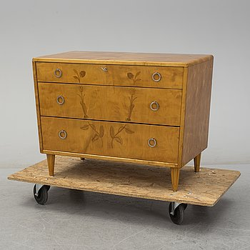 A 1920s/1930s chest of drawers.