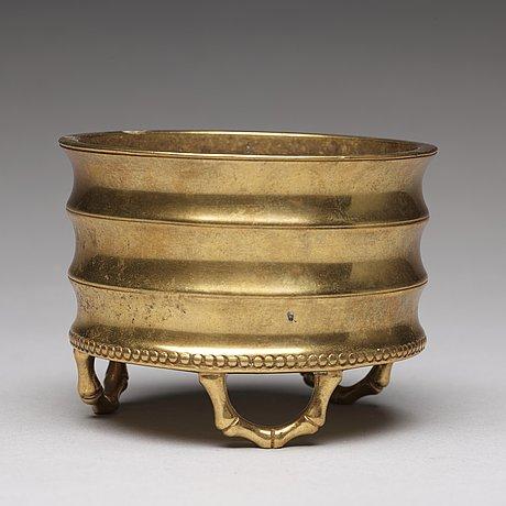 A bronze incense burner, qing dynasty.