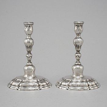 CHRISTIAN FREDRIK NYESTED, (verksam i Horsens 1767-1806), ljusstakar, ett par, silver, rokoko.