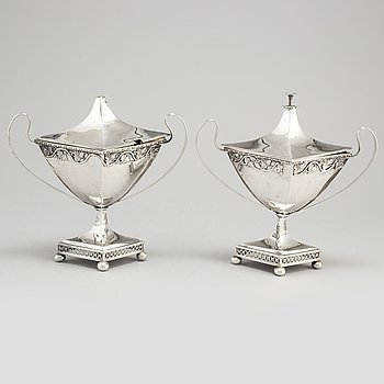 PEHR ZETHELIUS, a pair of late Gustavian silver sugar bowls, Stockholm, 1800-6.