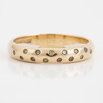 RING, 18K guld med gula briljantslipade diamanter.