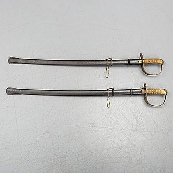 SABLAR, 2 st, svenska m/1867 för kavallerimanskap med baljor.