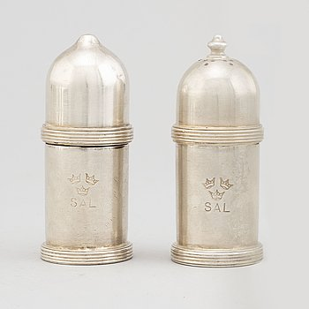 A pair of Gense silver plate shakers, 20th century.