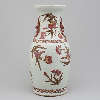 GOLVURNA, porslin. Qingdynastin, 1800-tal.