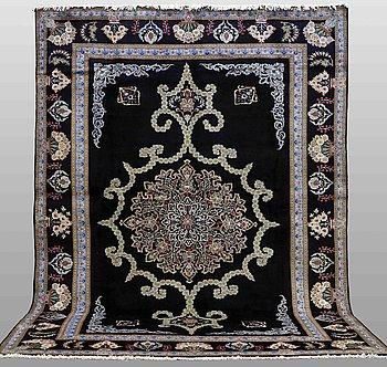 A carpet, Kashan, ca 410 x 302 cm.