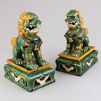 A PAIR OF CHINESE LIONS, ceramic, 20th century.