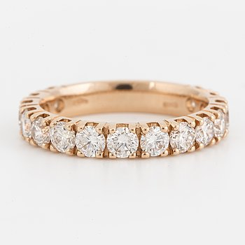 ALLIANSRING med briljantslipade diamanter, totalt ca 1.80 ct.