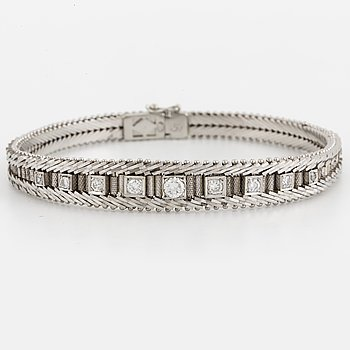 An 18K white gold and diamond bracelet.