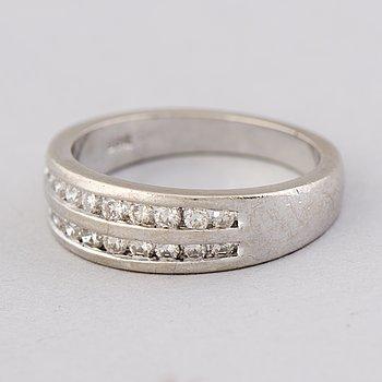 A RING, brilliant cut diamonds, 14K white gold.