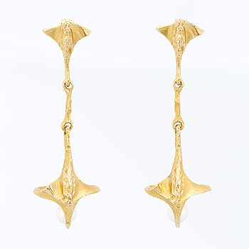 A PAIR OF EARRINGS, cultured pearls, 14K gold. Lapponia 1994.