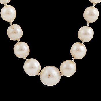 A one strand cultured pearl necklace Ø ca 4.5 - 10.5 mm.