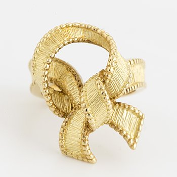 An 18K gold bow ring with French hallmarks.