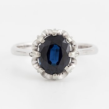 A 14K white gold ring set with a faceted sapphire ca 2 ct.