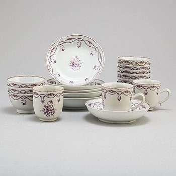 A matched set of 12 pieces of porcelain, Qing dynasty, Qianlong (1736-95).