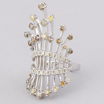 A RING, diamonds, 18K white gold.