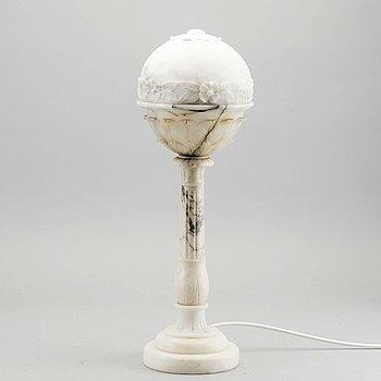 BORDSLAMPA, alabaster, 1900-talets första hälft.