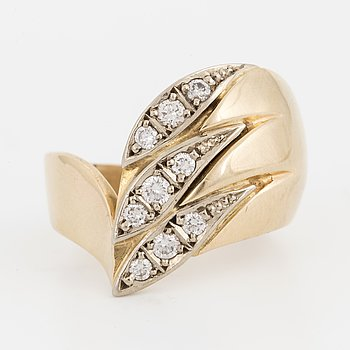 Ring 14K guld med runda briljantslipade diamanter.