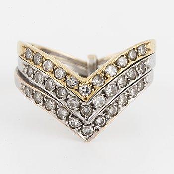 RING, tredelad 18K guld i tre färger med åttkantslipade diamanter.