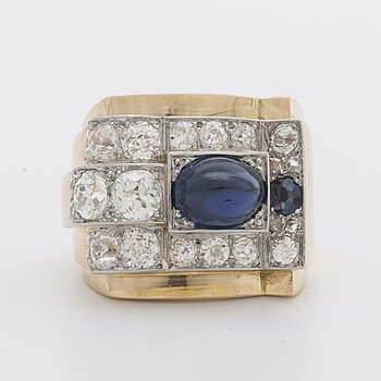 RING 18K guld and whitegold w old-cut diamonds approx 2 ct and 2 sapphires, french hallmarks.
