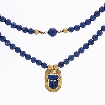 NECKLACE w lapis lazuli beads approx 7 mm and pendant and details in 18K gold, clasp in silver.