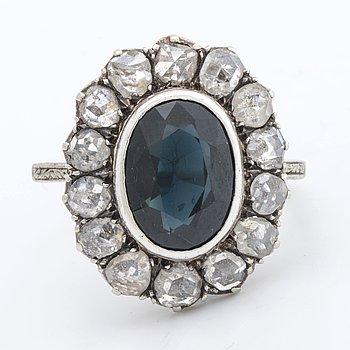 RING platinum 1 sapphire approx 11 x 8 mm rose-cut diamonds approx 1,2 ct.
