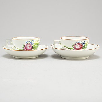 TWO 18TH CENTURY  MEISSEN PORCELAIN CUPS AND SAUCERS,