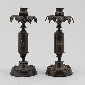 LJUSSTAKAR, ett par, patinerad brons, senempire, 1800-talets mitt.