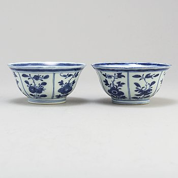 A pair of blue and white bowls, Qing dynasty, Jiaqing (1796-1820).