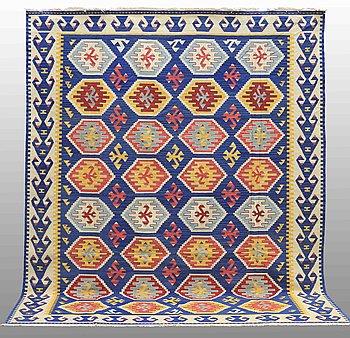 MATTA, Kelim Shiraz, ca 300 x 240 cm.