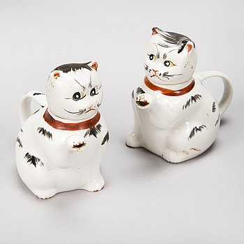 A pair of cat shaped early 20th Century Chinese porcelain teapots.