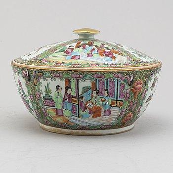 KAROTT MED LOCK, porslin, Kanton, Kina, Qingdynastin, 1800-talets mitt.
