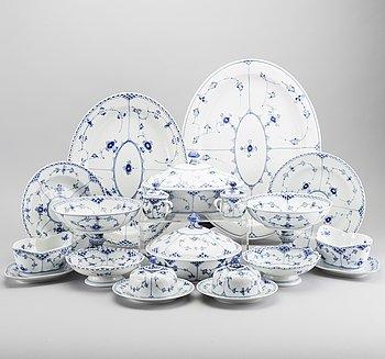 """SERVIS, porslin """"Musselmalet"""", 179 delar, Royal Copenhagen."""