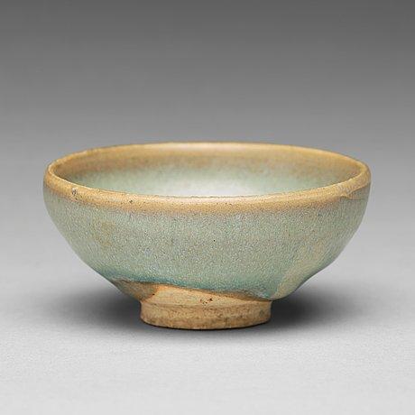 A 'jun-glazed' bowl, song/yuan dynasty.