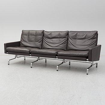 """POUL KJÆRHOLM, soffa, """"PK 31-3"""", för Fritz Hansen."""