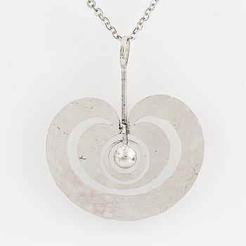 A sterling silver 'Omena' pendant by Tapio Wirkkala, Kultakeskus, Finland, 1975.