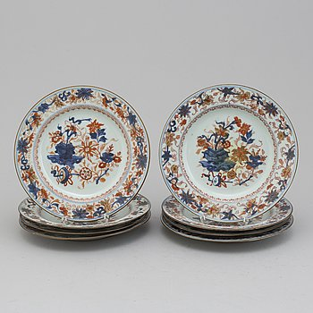 Eight imari export porcelain plates, Qing dynasty, 18th century.