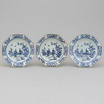 Three blue and white export porcelain plates, Qing dynasty, Qianlong (1736-95).