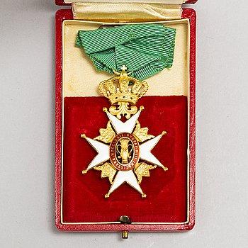 VASAORDEN, riddartecken, guld och emalj, i etui, CF Carlman Stockholm 1955.