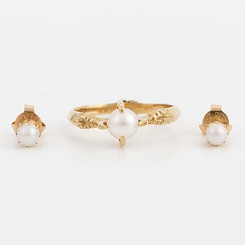 A pair of 18K gold earrings and ring with cultured pearls.