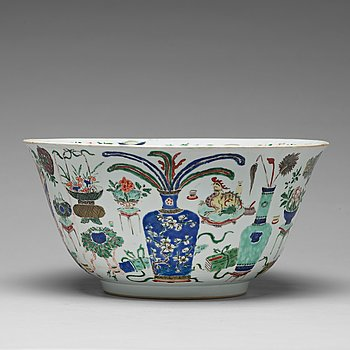 645. A famille verte punch bowl, Qing dynasty, Kangxi (1662-1722).