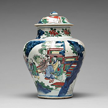 571. A Transitional wucai baluster vase with cover, 17th Century. Shunzhi (1644-1662).